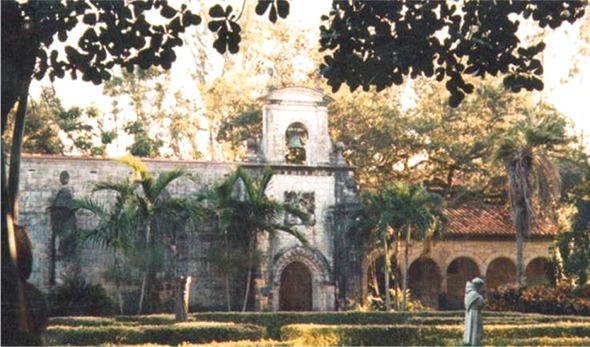 Le mystérieux Monastère Templier transporté en Floride (USA).