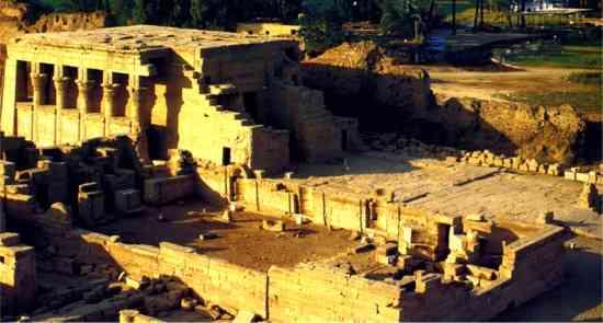 Le temple de la déesse Hathor à Dendérah en Egypte, aurait été construit vers l'an 1000 avant Jésus-Christ.
