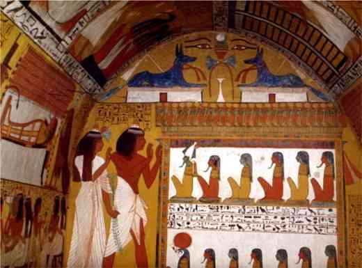 L'intérieur du tombeau de Sennedjem, gardien de la Place de la Vérité, montre des fresques sans traces de suie et d'une extraordinaire fraîcheur.