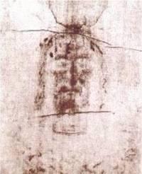 La tête de l'homme du Suaire de Turin telle qu'elle apparaît sur le lin. Est-ce une photo médiévale ?