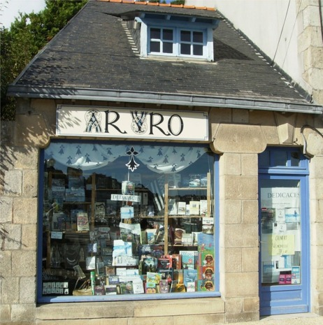 Librairie Ar Vro, à Audierne, ù l'on trouve L'AFFAIRE MORMON et LE CODE TEMPLIER