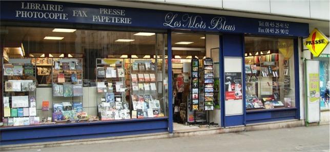 Librairie Les Mots Bleus à Paris 16eme où l'on trouve les thrillers d'enquête de Franck Gordon