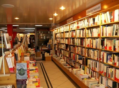 Librairie Ravy à Quimper où l'on trouve les thrillers d'enquête de Franck Gordon